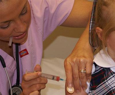 Вакцина от гриппа ослабляет иммунитет ребенка против других штаммов инфекции