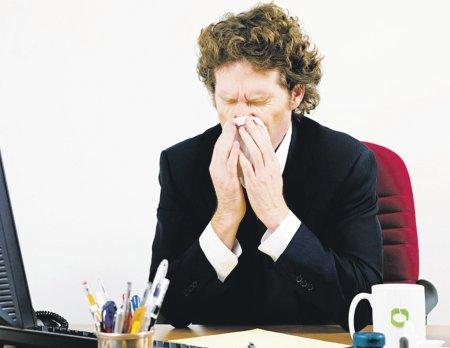 От простуженного сотрудника на рабочем месте, компании только убытки.