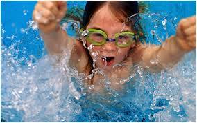 Стоит ли отдавать ребенка в бассейн
