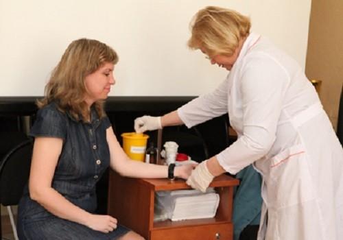 Врачам пригрозили отлучением от профессии за «мифы про вакцинацию»