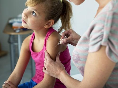 Около 11% россиян ежегодно отказываются прививать своих детей