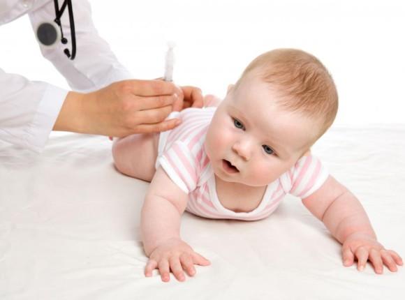 Детей предлагают не принимать в школы и детсады без прививок