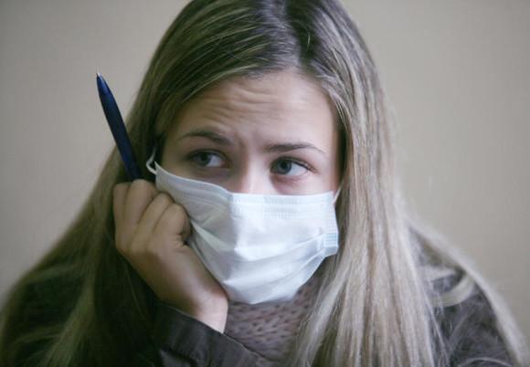 Профилактика гриппа. Что выбрать: маску или респиратор?