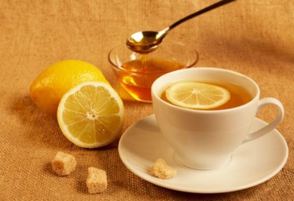 Профилактика простуды: мед и лимон