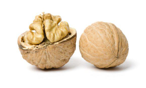Профилактика гриппа: грецкие орехи в 40 раз полезнее лимонов
