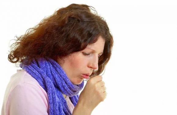 Врачи указали на основные ошибки при лечении кашля