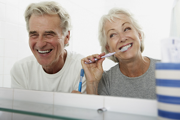 Пожилые люди рискуют заболеть пневмонией, если не будут зимой регулярно чистить зубы