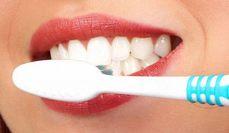 Как зубы отбелить и себе не навредить