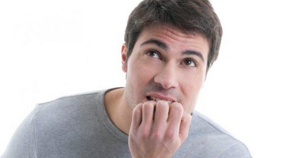 Почему некоторые люди грызут ногти?