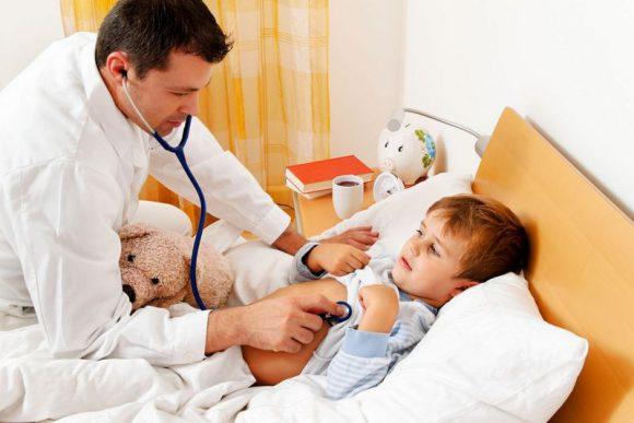 Педиатры рассказали, какие лекарства нельзя назначать детям с ОРВИ