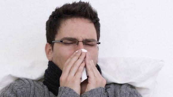 Врачи объяснили, как распространяются микробы при чихании