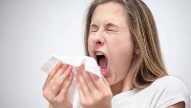 При возникновении боли в горле не нужно сразу бежать к доктору