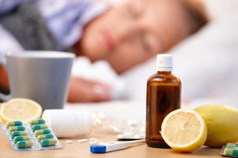 Медики раскрыли популярные мифы о лечении простуды и гриппа