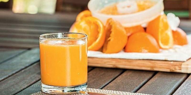 Медики рассказали, какой сок нужно пить при простуде