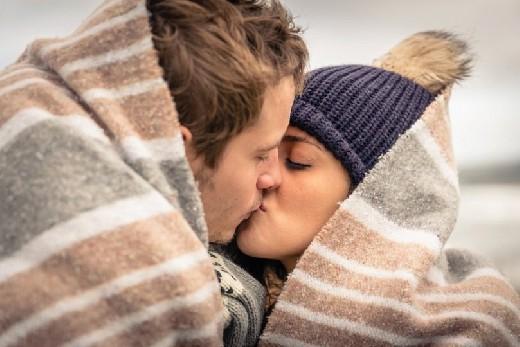 Какие болезни передаются через поцелуи?