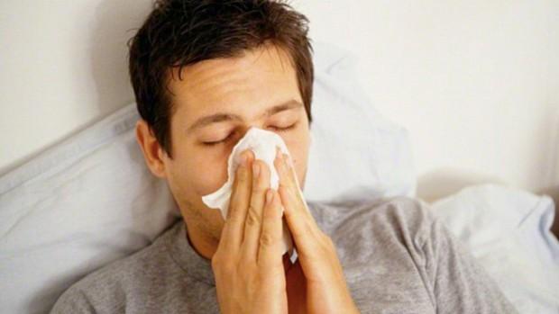 Люди, которые оценивают себя как менее здоровые, в два раза чаще простужаются