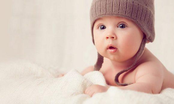 При какой температуре надо надевать ребенку шапку?