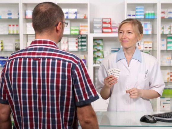 Врач: насколько эффективны мази, витамины, антибиотики и средства от ОРВИ?