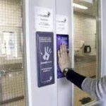 Создана уникальная надверная кнопка для дезинфекции рук