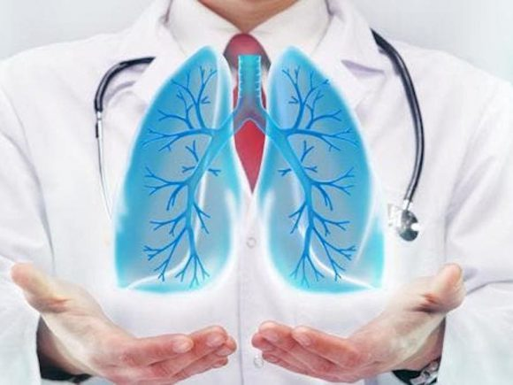 Опасное осложнение коронавируса: можно ли лечить пневмонию дома?