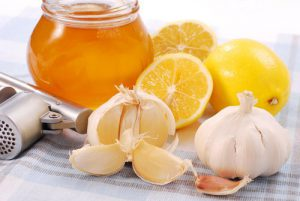 Мед с чесноком и лимоном натощак укрепит иммунитет