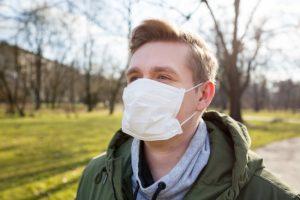 Назван особенно опасный симптом простуды