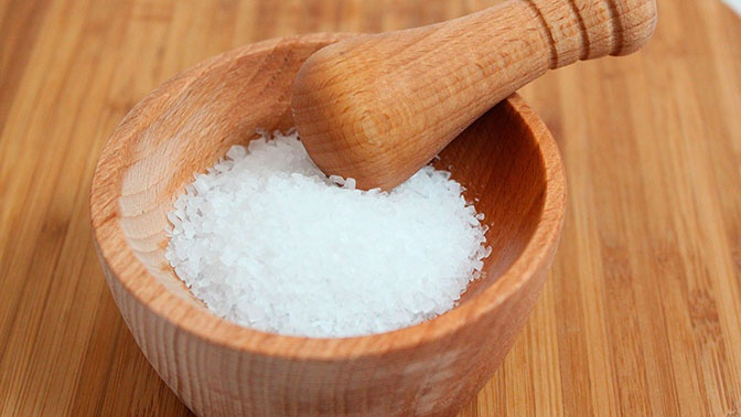 Алкоголь и соль признали опасными при COVID-19