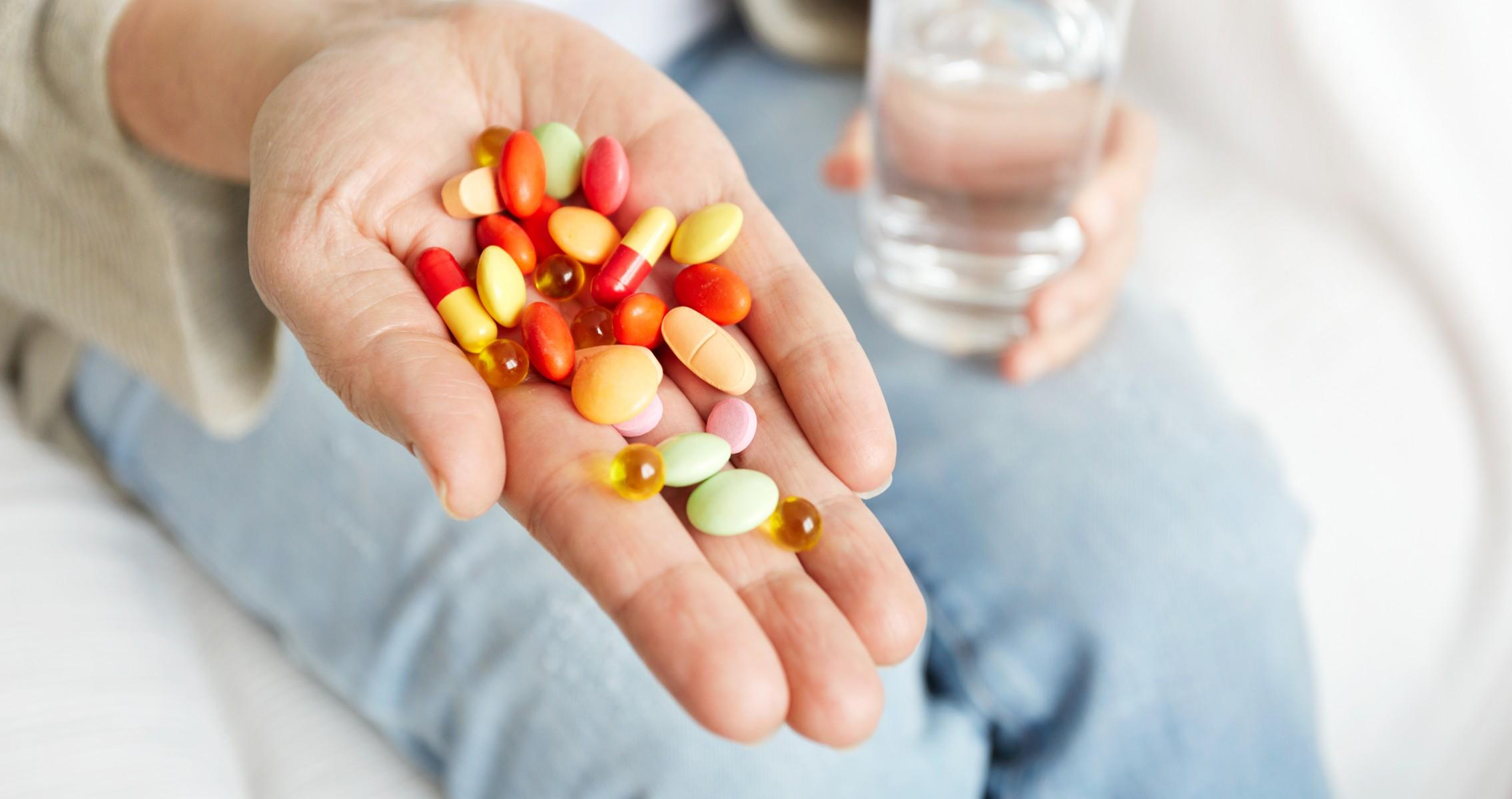 Какие витамины стоит принимать при коронавирусе и почему витамин С не поможет