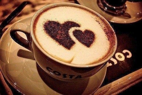Первое брачное утро: кто несет кофе в постель
