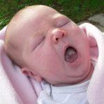 Мама заболела: как обезопасить ребенка