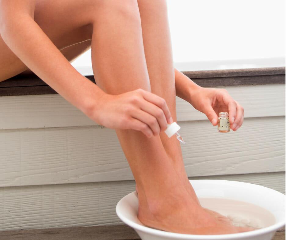 Зачем при простуде парить ноги?