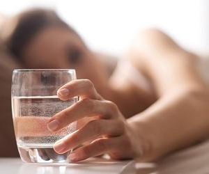 Сухость во рту ночью и по утрам: причины возникновения и способы лечения