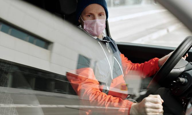 Нужно ли надевать маску в собственном автомобиле?