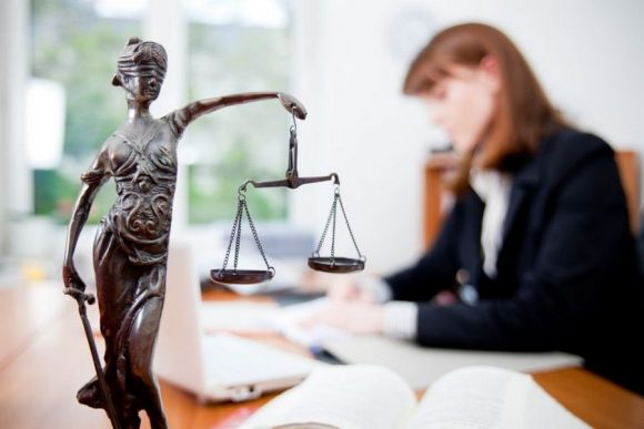 Как найти профессионального адвоката?